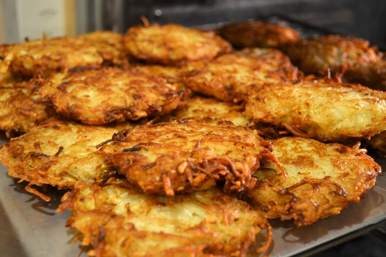 Dinner With Rachel » Blog Archive » Old Fashioned Potato Latkes